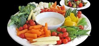 عشرة أطعمة تقوى مناعة الجسم ولها فوائد غذائية مذهلة على صحة الإنسان .