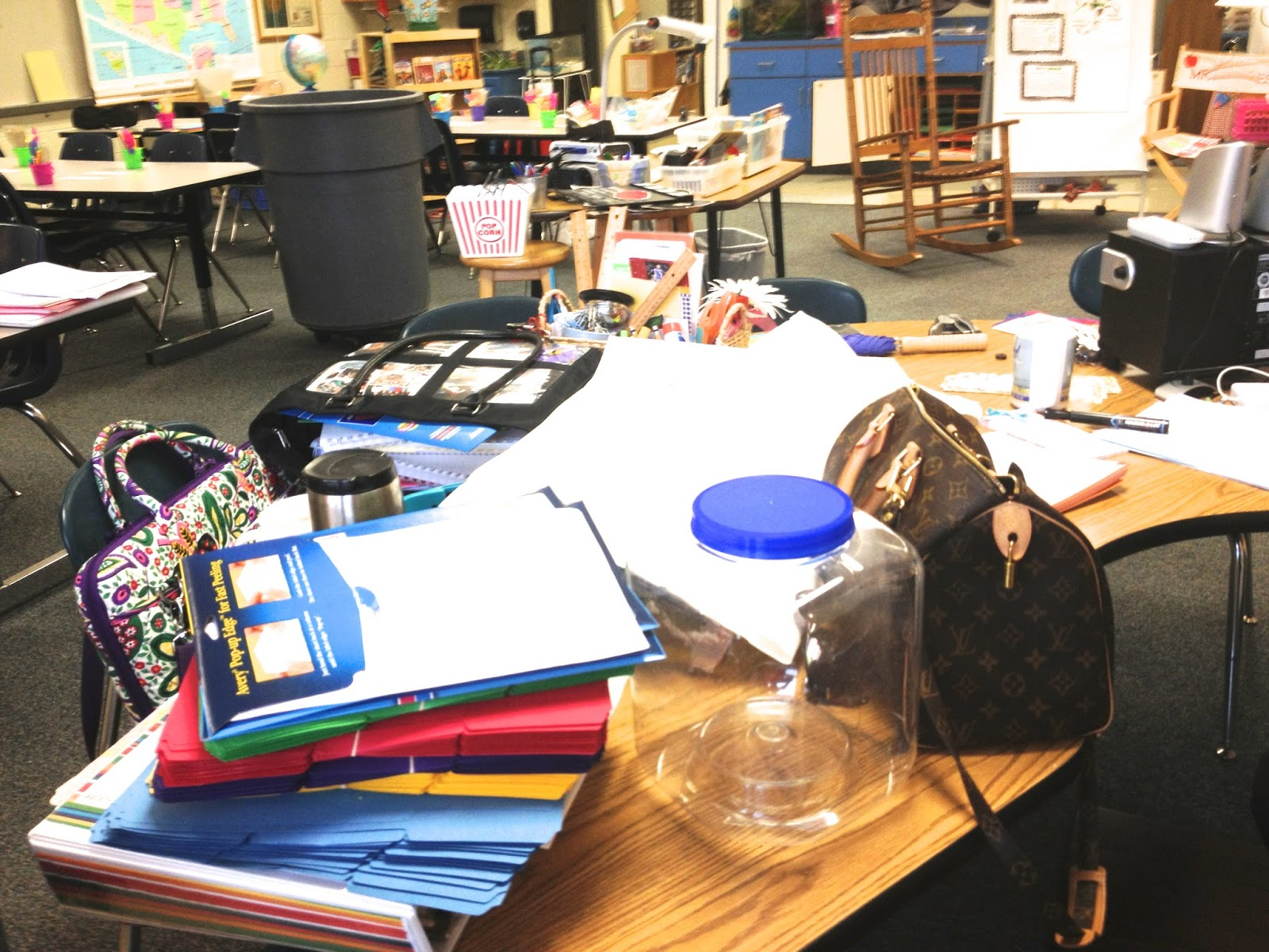 Classroom Workstation Ideas ~ Second grade fun welcome back and resource ideas