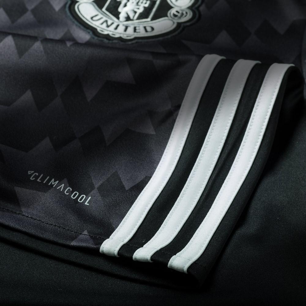 a80676dd5a Compre camisas do Manchester United e de outros clubes e seleções de  futebol