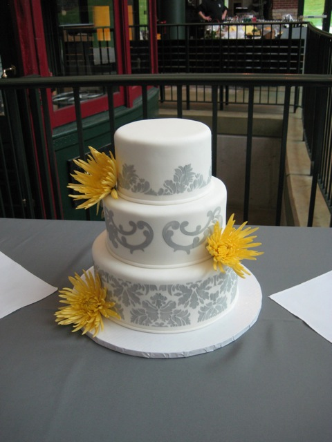 how to decorate for a wedding amp s wedding cake decorate this 4914