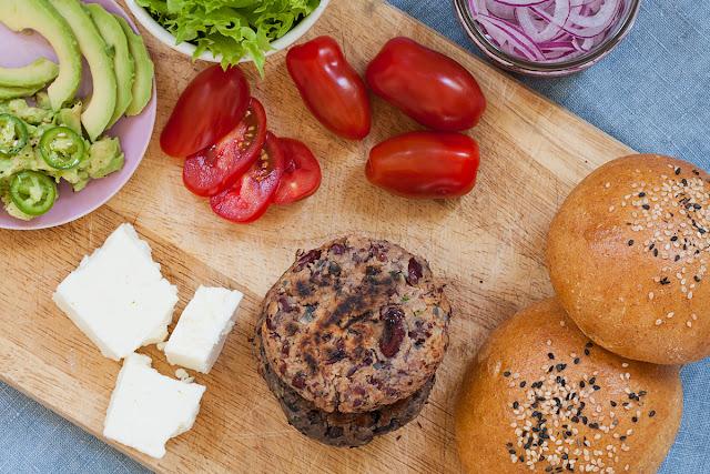 Kako napraviti vegetarijanske burgere od pasulja