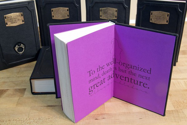 [COISA DE FÃ] Livros de Harry Potter personalizados com capa de couro e horcruxes