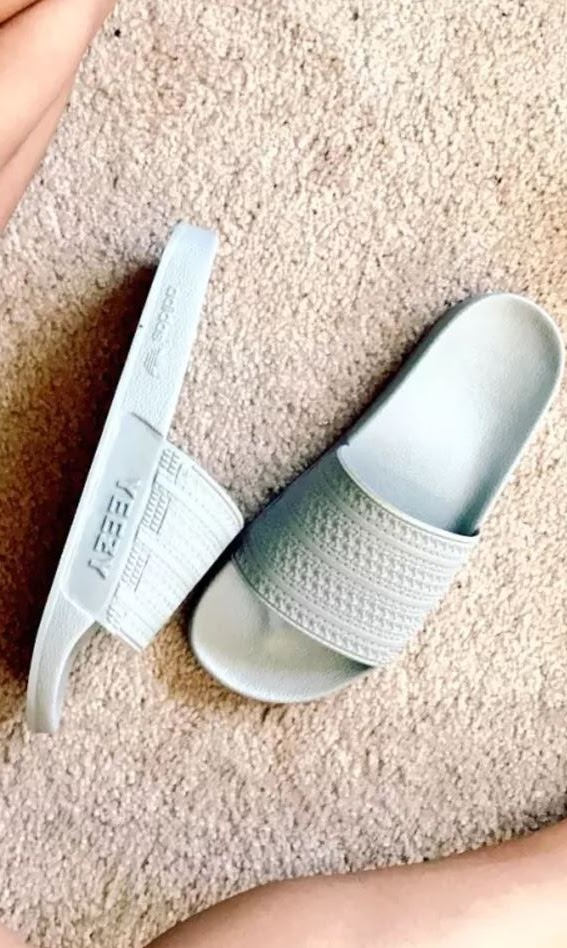e0ac3be7a1df4 THE SNEAKER ADDICT  Kanye West Adidas Yeezy Slides (Images)