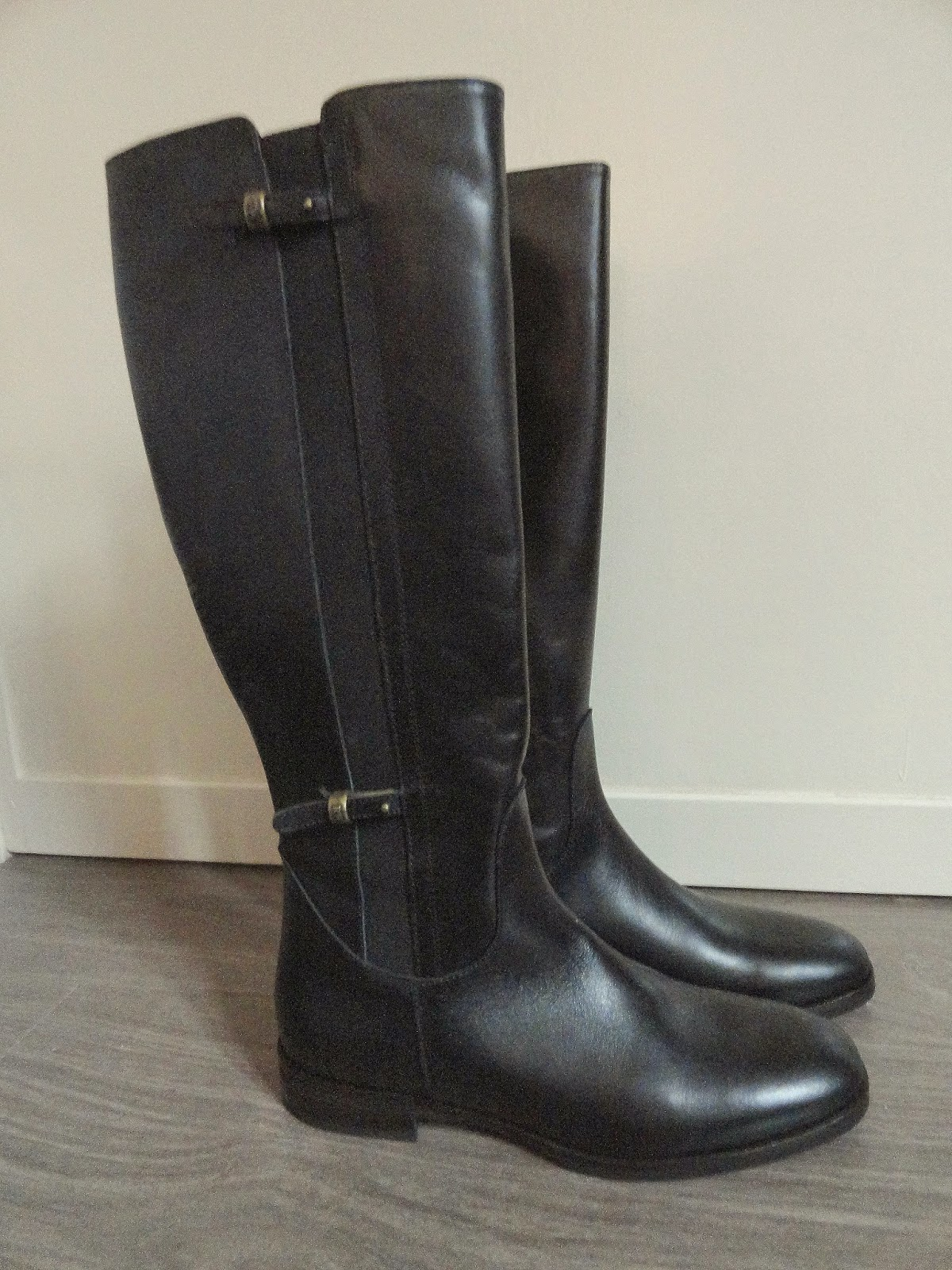 Clothes & Dreams: These boots are made for walking (shoplog): Black knee-high River Woods boots