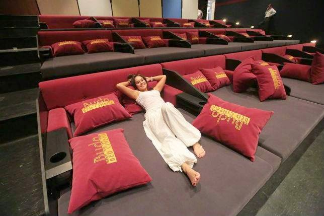 Coolest Bed Movie Theaters In The World ᴷᴬ Tech Soft