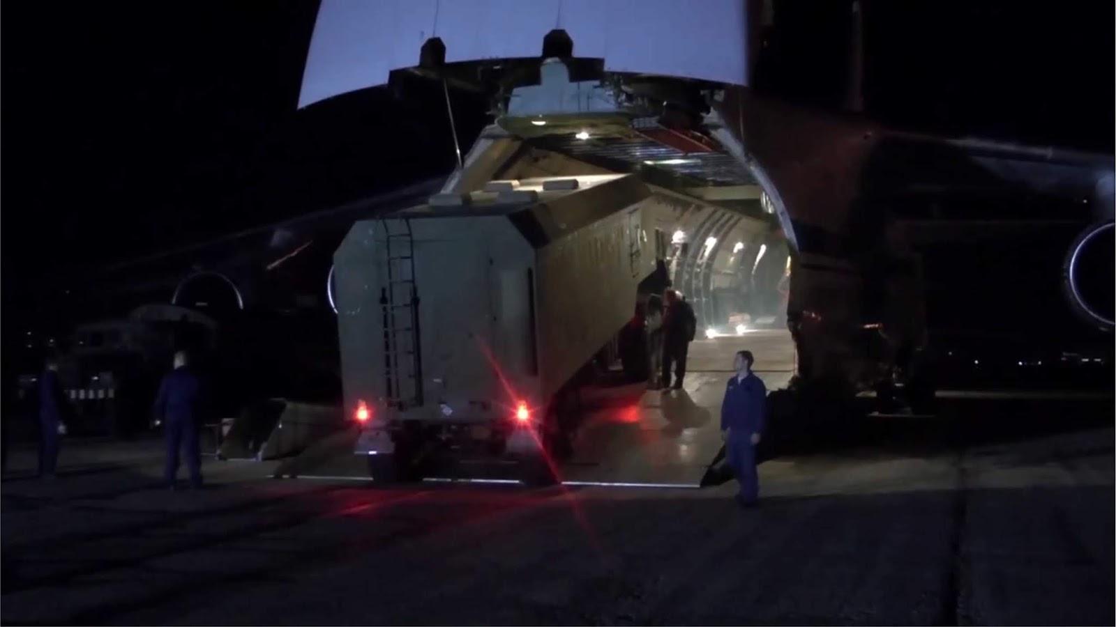 Video pengiriman rudal S-300 dan peralatan lainnya di Suriah
