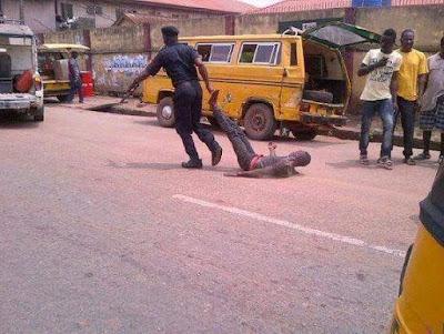 Nigeria Police brutalizing bus conductor