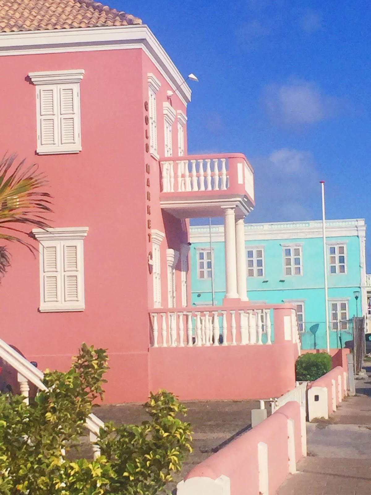 beautiful-buildings-curacao