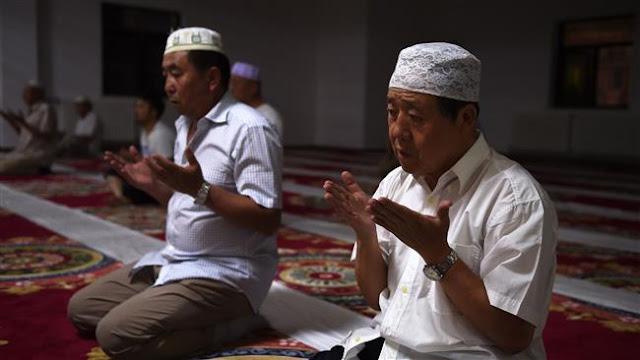 Muslim Uighur Dilarang Ibadah, MUI: Dunia Islam Bisa Boikot Produk Cina