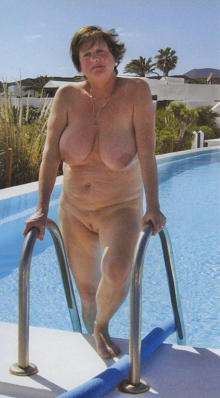 Love mature naturist women