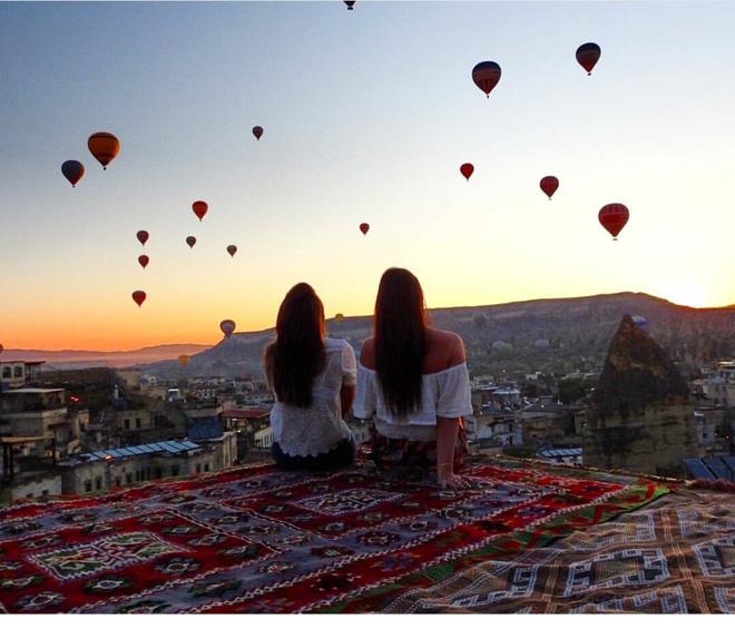 """2 Cô bạn thân xinh đẹp khơi dậy trào lưu """"đi du lịch khắp thế giới cùng cô bạn gái thân 34"""