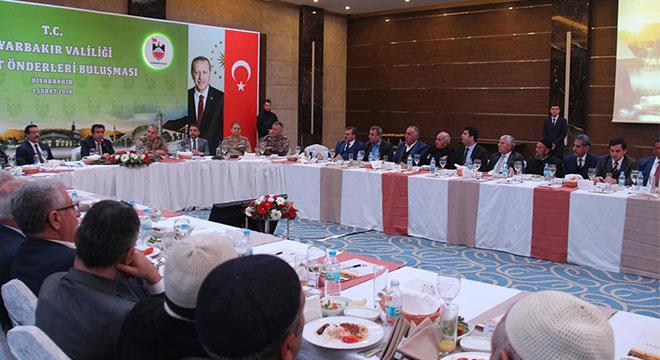 Diyarbakır'da kanaat önderleriyle buluşma toplantısı