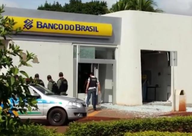 GO: Dois bandidos morrem e 02 policiais ficam feridos durante tiroteio após explosão de caixas eletrônicos