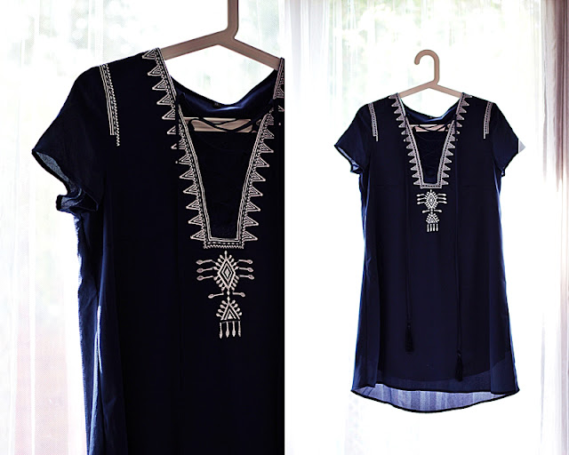 Granatowa sukienka w stylizacji