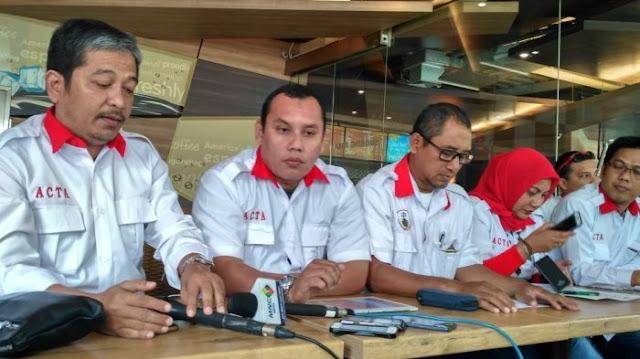 "Imam Besar Front Pembela Islam (FPI) Habib Rizieq Shihab dijadwalkan memberikan kesaksian,Selasa (28/2017), sebagai saksi ahli dalam sidang penistaan agama dengan terdakwa Basuki Tjahaja Purnama alias Ahok. Jelang sidang yang ditunggu banyak pihak ini, Advokat Cinta Tanah Air (ACTA) berharap Rizieq tidak dipojokkan seperti Ketua Umum Majelis Ulama Indonesia (MUI), Ma'ruf Amin dalam persidangan yang sama beberapa waktu lalu. ""Kami ingatkan semua pihak agar jangan sampai ada intimidasi, tekanan dan perlakuan yang melanggar hukum lainnya terhadap Habib Rizieq Shihab sebelum dan pada saat beliau memberikan keterangan,"" ujar Wakil Ketua ACTA Herdiansyah, Minggu, (26/2/2017), seperti dikutip dari Tribunnews. Ma'ruf Amin yang hadir sebagai Ketua Umum MUI, menurutnya, sudah menjalani persidangan secara tidak patut karena dituding berpihak pada salah satu peserta Pemilihan Kepala Daerah (Pilkada) dan menuduh Ma'ruf Amin sudah berbohong di muka persidangan."