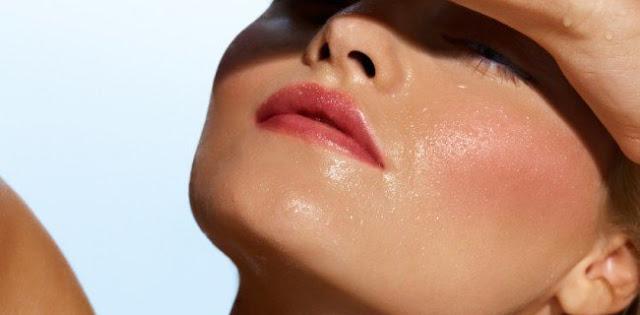 Memiliki kulit wajah yang sangatlah berminyak tentu saja sangatlah menjengkelkan Kulit Wajahmu Berminyak, Atasi bersama 6 Tips Ini!