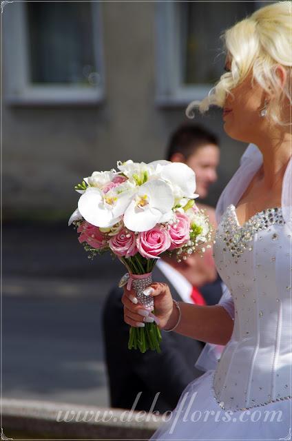 Różowy bukiet ślubny róże i storczyki opolskie