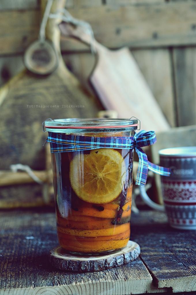 Pomarańcze w syropie winno korzennym... do herbaty