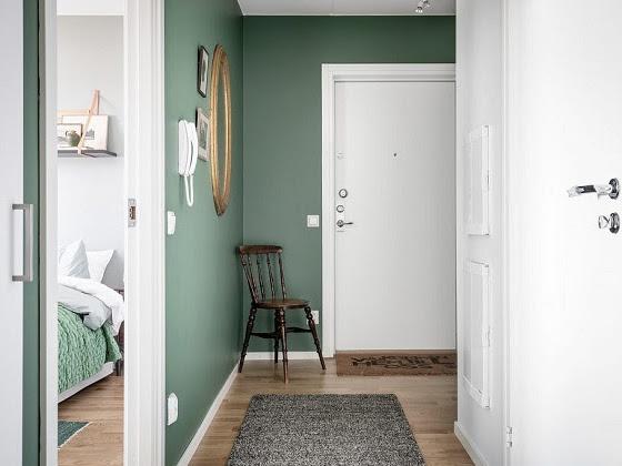 Un apartamento con las paredes verdes