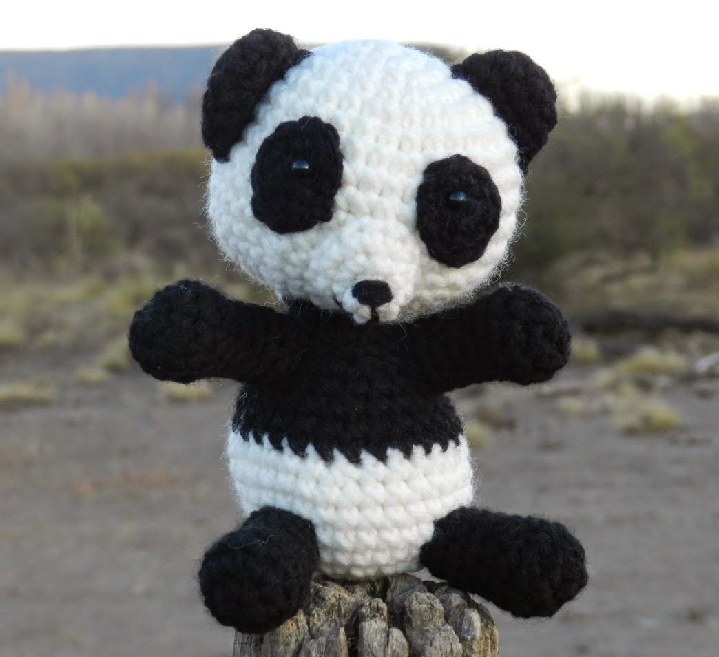 Sweet panda amigurumi pattern | Amiguroom Toys | 954x1044