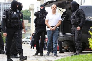 http://vnoticia.com.br/noticia/2476-cabral-e-condenado-a-13-anos-por-lavagem-de-dinheiro-na-compra-de-joias