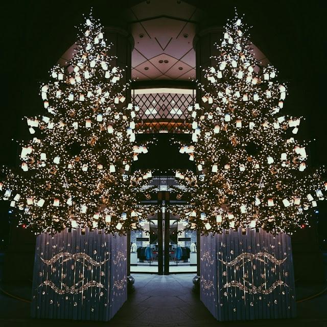 日本橋三越前のクリスマスツリー。