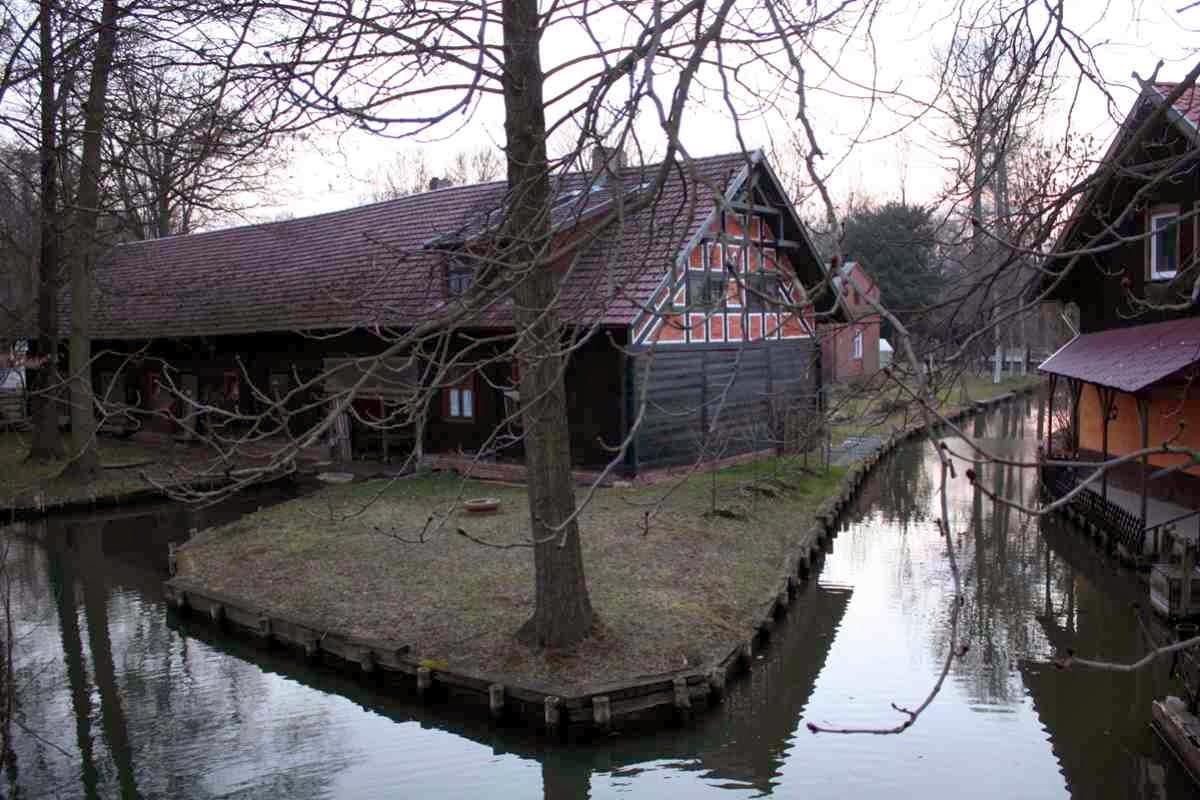 In Lehde spielt sich das Leben noch heute am Fließ ab © Copyright Monika Fuchs, TravelWorldOnline