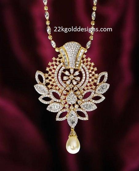 Classic Pendant with Diamonds