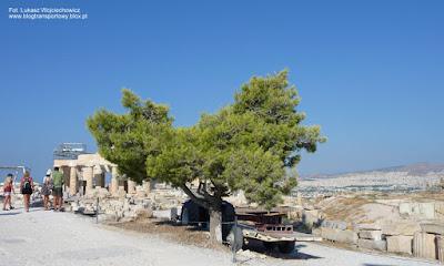 Ciągnik na Akropolu