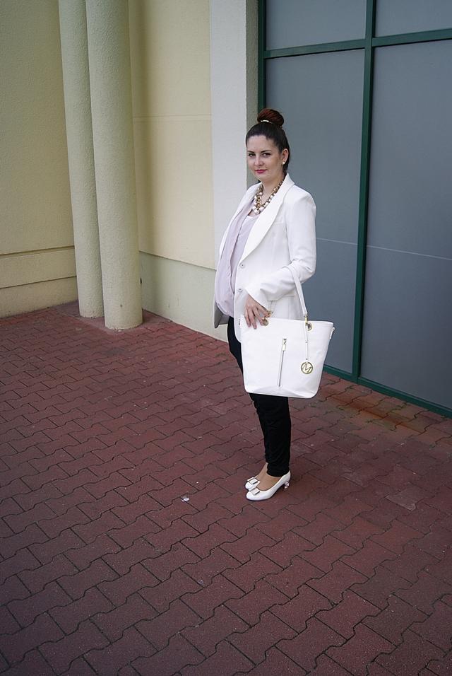 7951c76a7d0c9 biała marynarka - FrontRowShop, do kupienia dokładnie TUTAJ kopertowa  bluzka - BUTIK, %30zł spodnie - no name, 20 zł