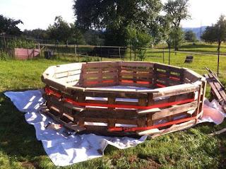como construir una piscina de pallets de madera reciclados