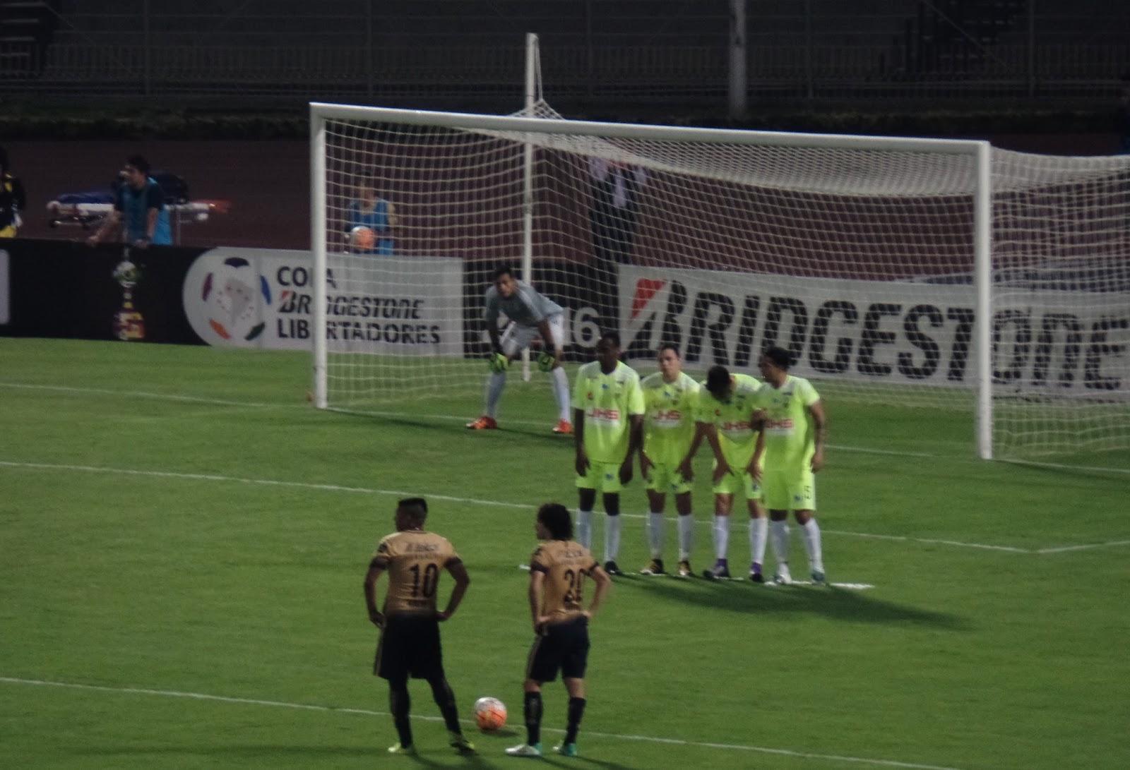2a5f53e33 Pumas amarró su pase este martes en Ciudad Universitaria, cuando tras venir  de una derrota de 1-0 ante Táchira, le lograron anotar dos goles y así  asegurar ...