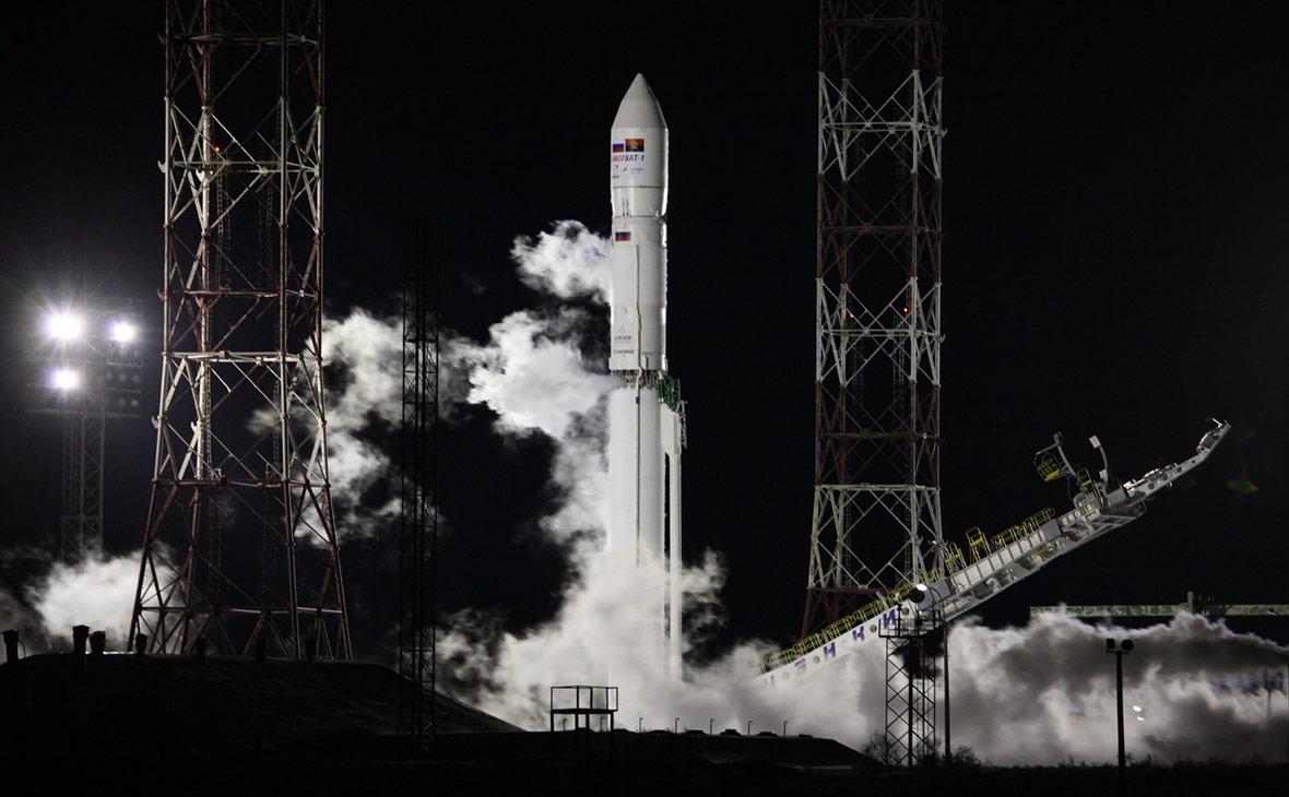 «Роскосмос» потерял связь с запущенным для Анголы спутником