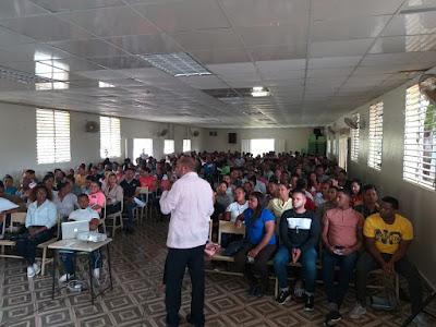 Diputada Ñiñín auspicia talleres a profesionales que participarán en el concurso del Minerd