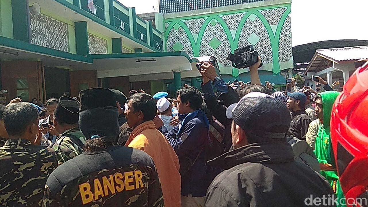 """Tersinggung Soal Ormas Bubarkan Ceramah, GP Ansor """"Gores"""" Mahfud MD"""