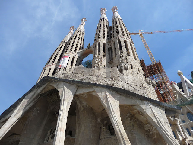 Храм Саграда Фамилия по проекту Антонио Гауди в Барселоне