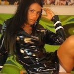 Andrea Rincon, Selena Spice Galeria 5 : Vestido De Latex Negro Foto 10
