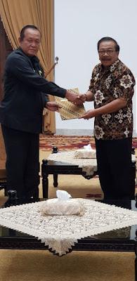 Terima SPT,  Suyitno Resmi Jabat Plt Walikota Mojokerto