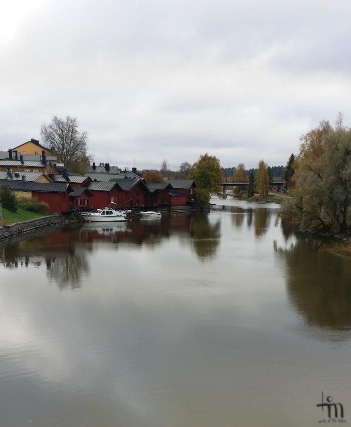 Porvoon rantamakasiinit Vanhalta sillalta päin kuvattuina