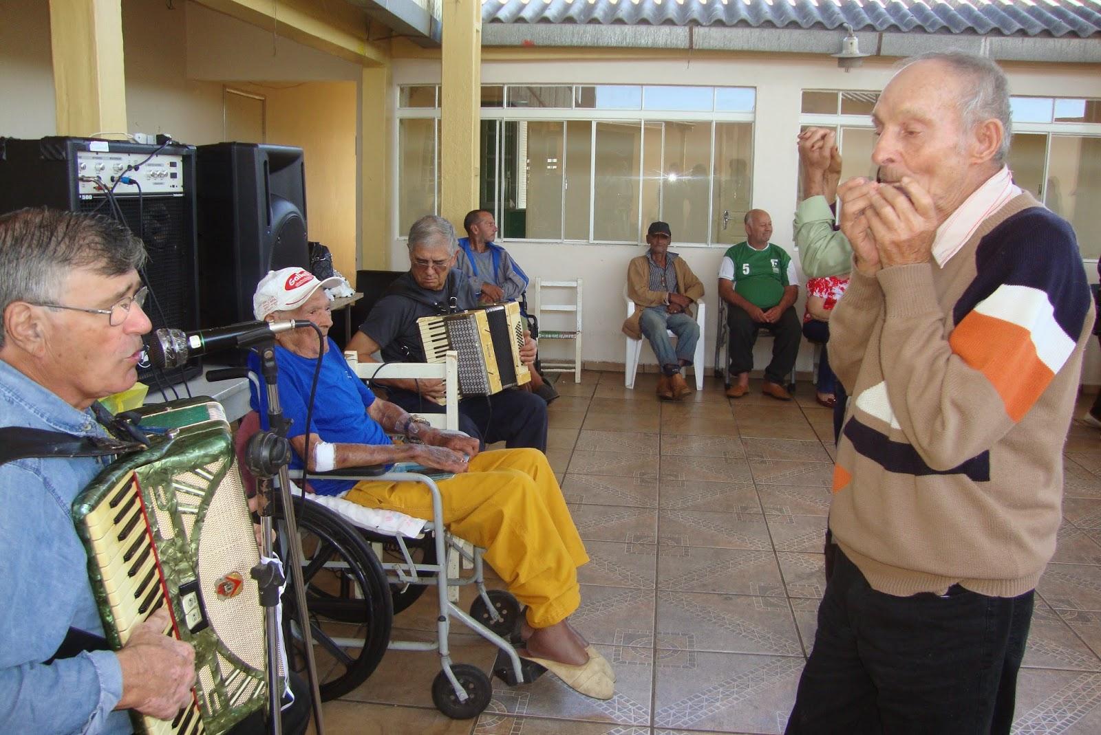 Almoço especial para os idosos do Asilo Santa Isabel | Rafael Nemitz