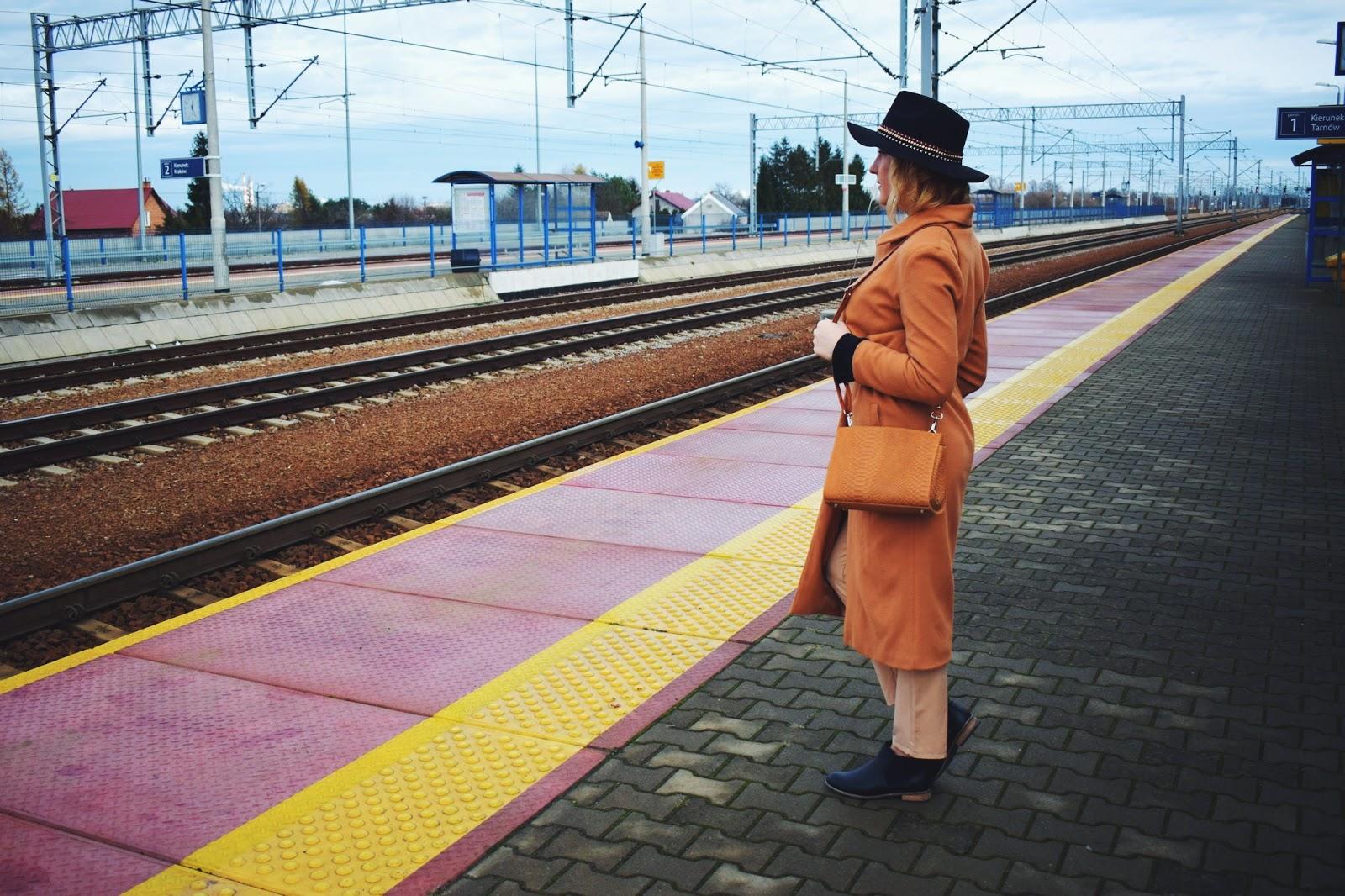 Karmelowy płaszcz