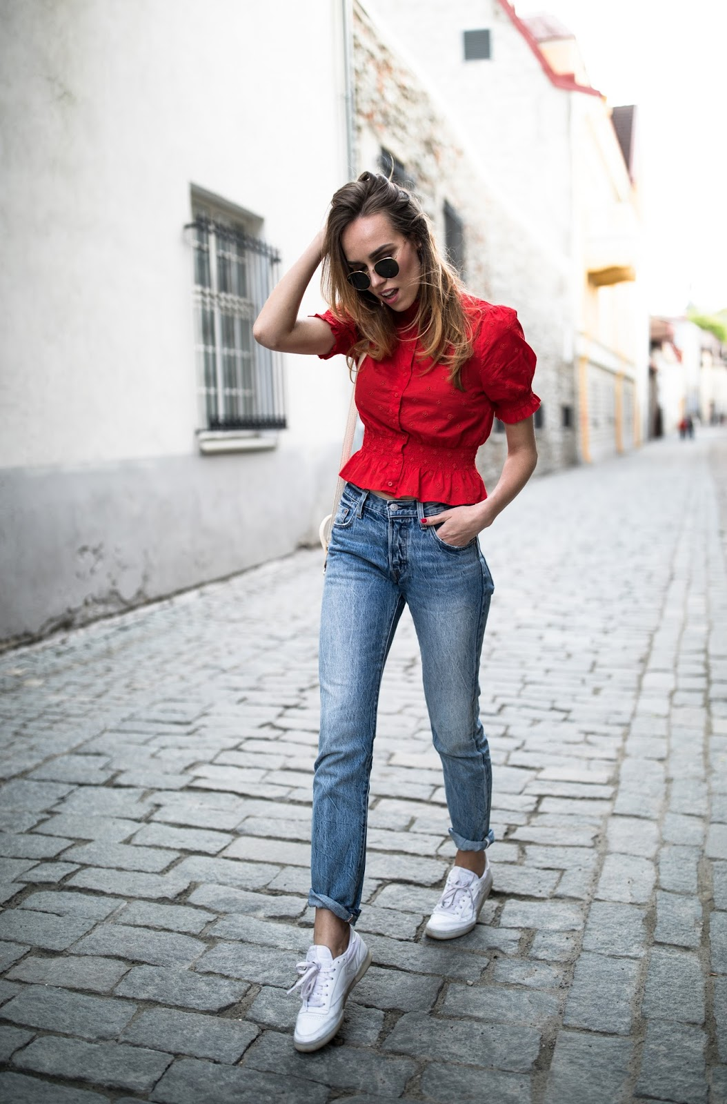 kristjaana red top blue jeans sneakers summer outfit