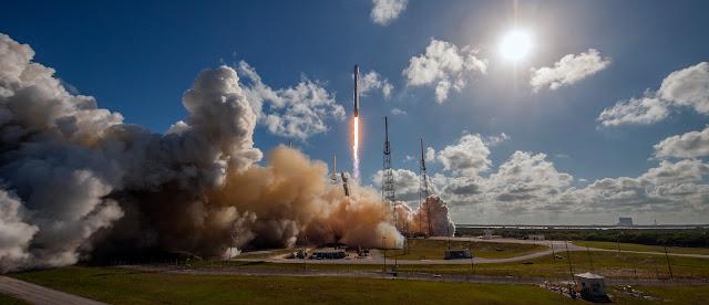 Tên lửa Falcon 9 cùng vệ tinh Thaicom 8 được phóng lên tại Trạm Không quân Cape Canaveral ở Florida vào chiều ngày 27 tháng 5 (giờ Hoa Kỳ). Hình ảnh : SpaceX.