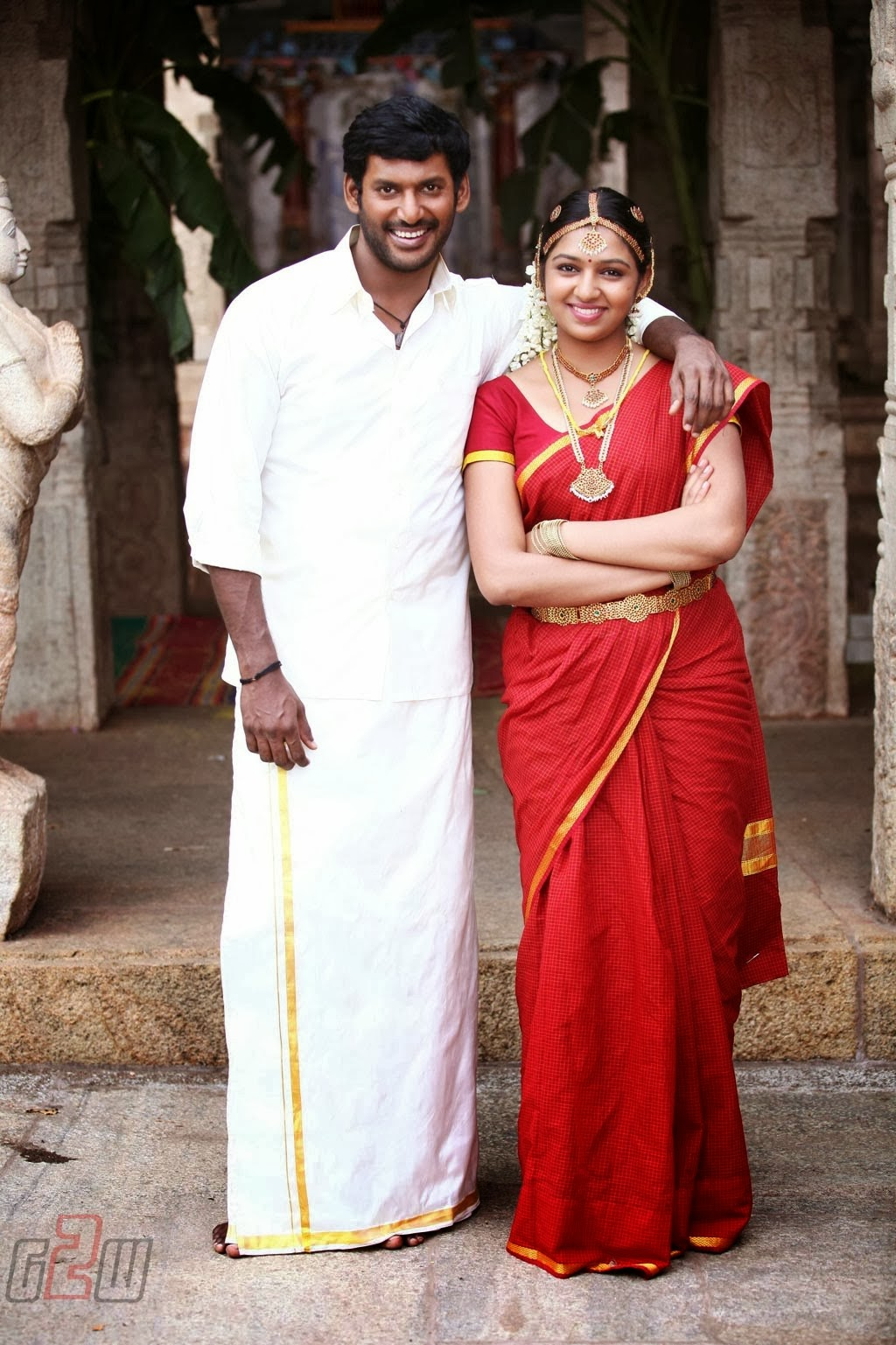 VISHAL AND LAKSHMI MENON STILLS FROM PANDIYA NAADU MOVIE ...Lakshmi Menon In Raghuvinte Swantham Rasiya