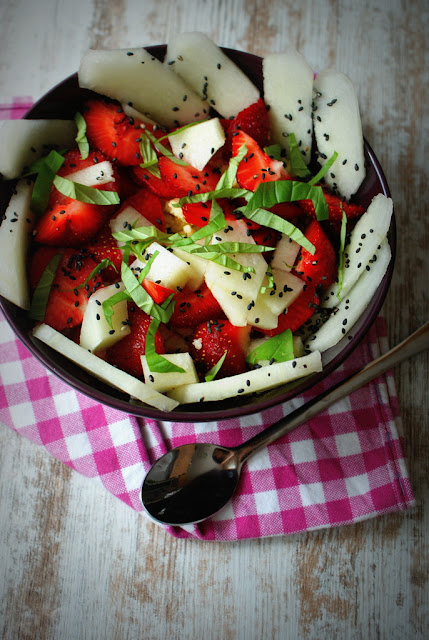 kasza jaglana,truskawki,kasza z truskawkami,melon,bazylia,dania z kaszy jaglanej,detoks,fit,dietetyczne potrawy,śniadanie ,zdrowie,dieta odchudzająca,jedzenie bez kalorii,