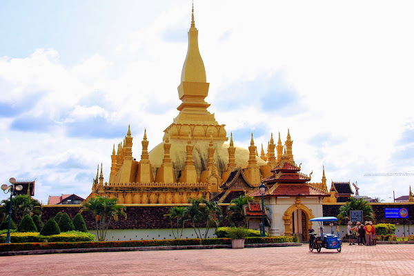 Great golden stupa Pha That Luang
