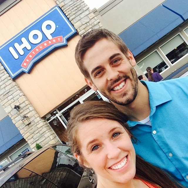 Jill and Derick Dillard eat a IHOP