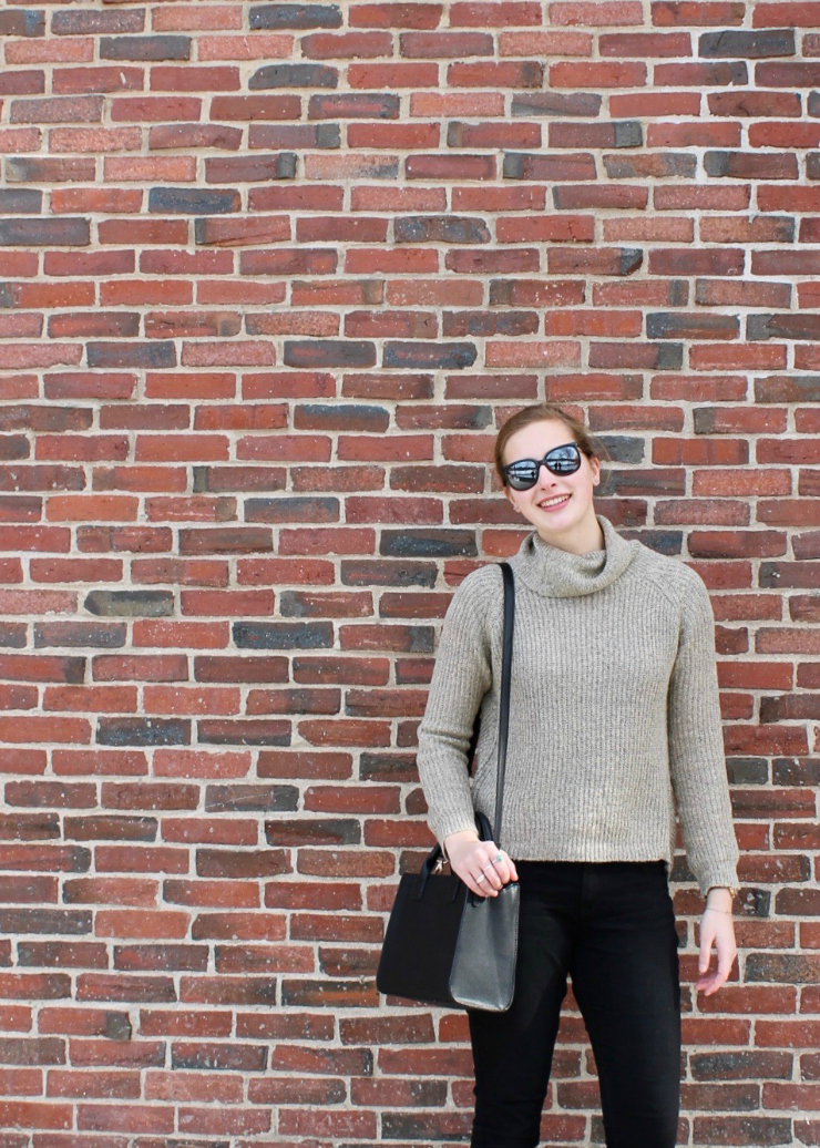 Crossed back turtleneck + black skinnies and leather black bag #fashion #ootd