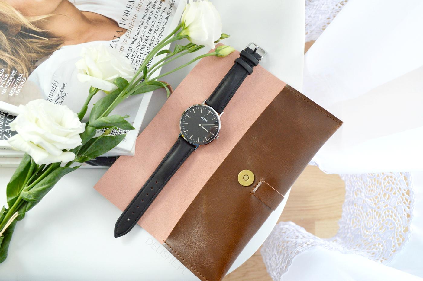 czarny zegarek cluse ze srebrną tarczą blog
