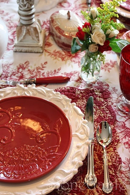 Red & White Table | Christmas Holidays
